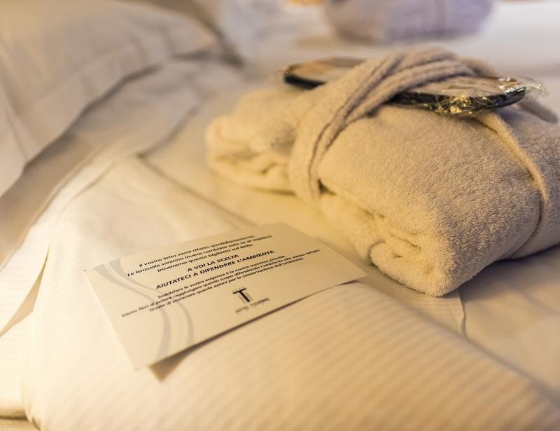Morbidi accappatoi nelle camere dell'Hotel Touring a Carpi