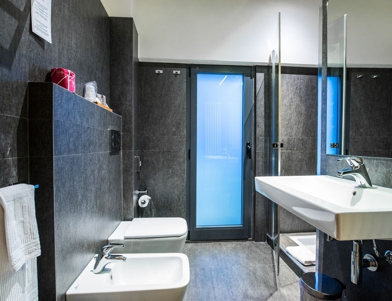 Design in the bathroom of the suite of Hotel Touring Carpi