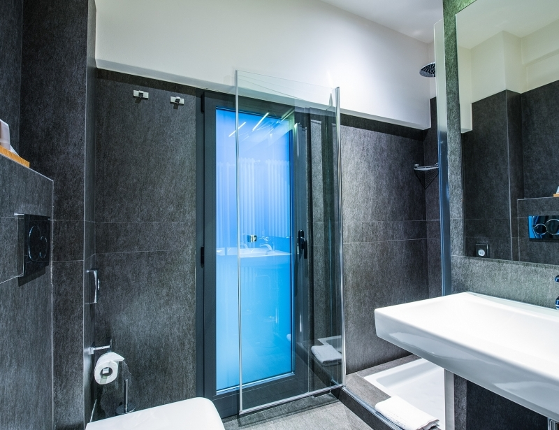 The bathrooms of the suite of Hotel Touring in Carpi
