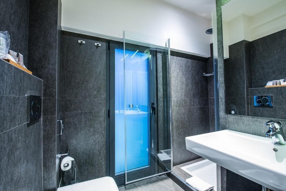 I bagni nella suite dell'Hotel Touring a Carpi