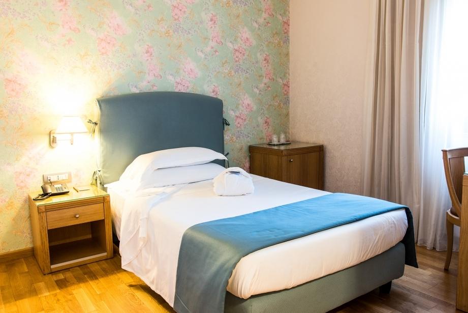 Scopri la camera singola dell'Hotel Touring Carpi 4 stelle