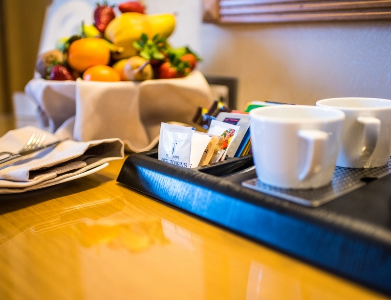 In the room of Hotel Touring Carpi you'll find fruit and a kettle
