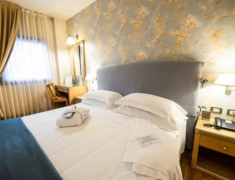Comfortable double room in Carpi - Hotel Touring