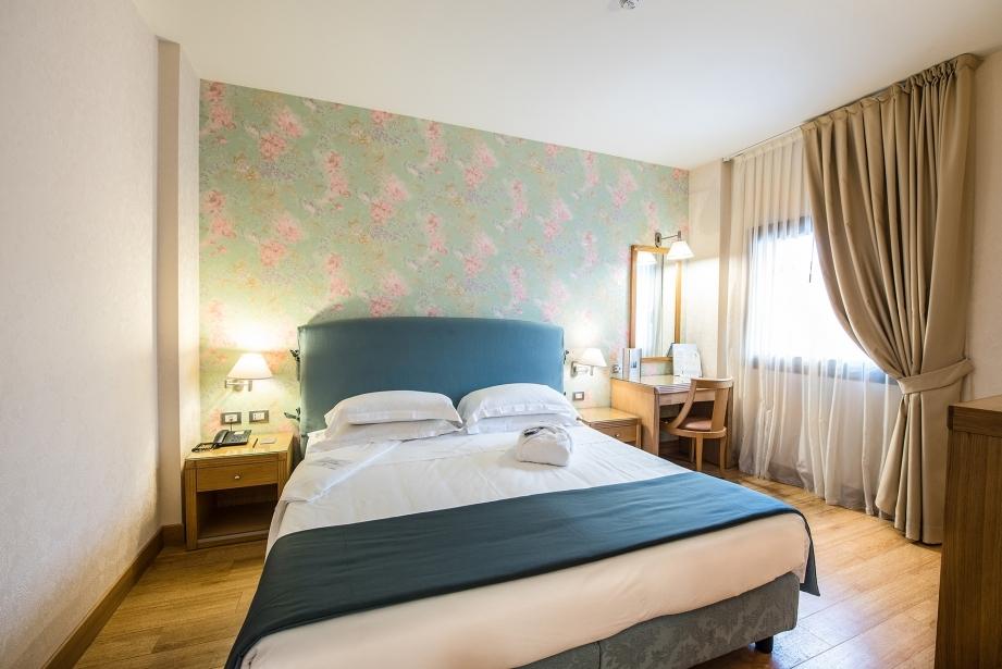 Confortevole camera matrimoniale a Carpi in hotel 4 stelle