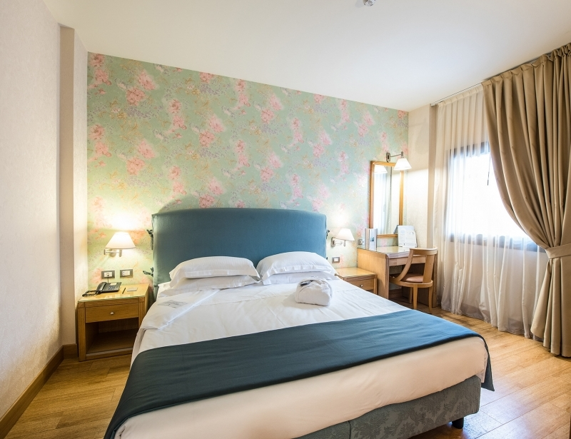 Comfortable double room in Carpi in hotel 4-star