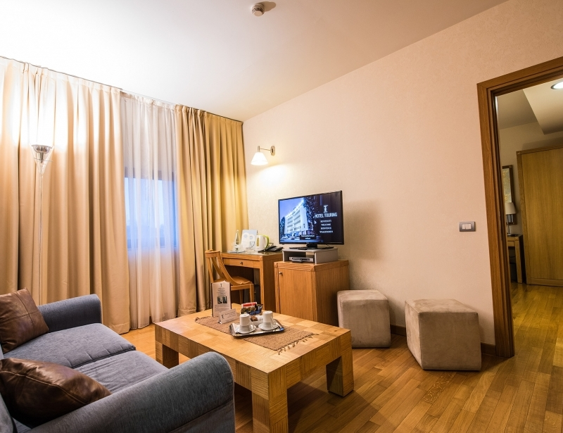 Hotel Touring 4-star: suite with living room in Carpi